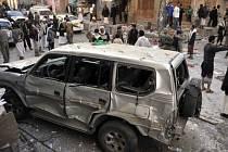 Při sebevražedném útoku v Jemenu  přišlo o život nejméně 22 lidí.
