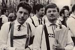 Jiří Kolda (vpravo) na Majálesu v Praze; jaro 1964