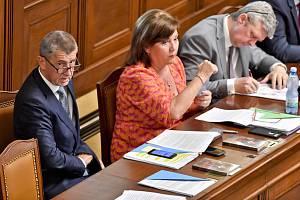 Členové vlády ve Sněmovně. Ilustrační snímek