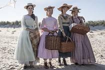 Emma Watson, Florence Pugh, Saoirse Ronan a Eliza Scanlen ve filmu Malé ženy