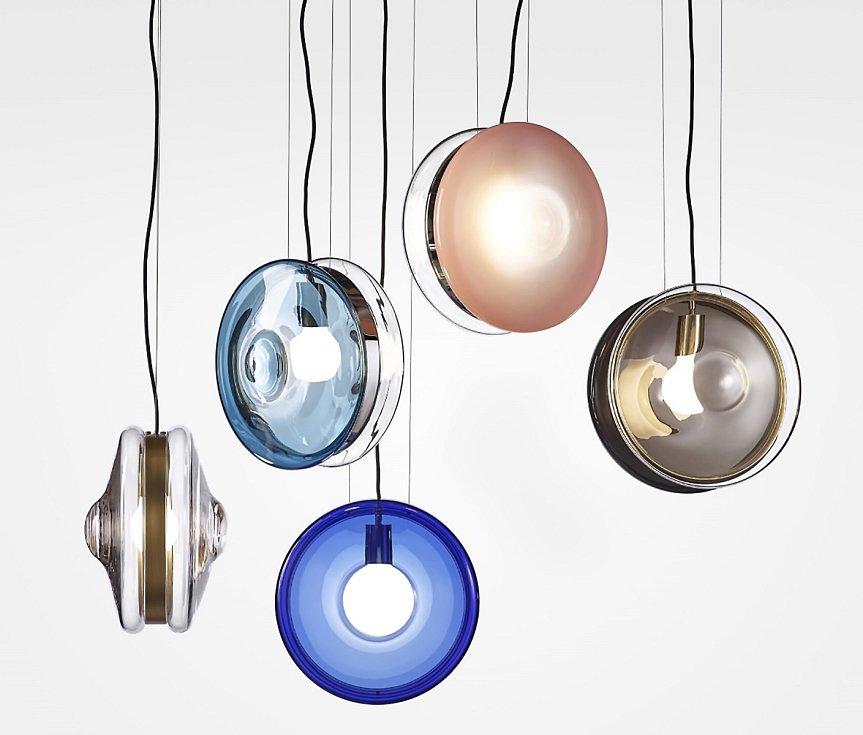 Studio deFORM – duo Jakub Pollág a Václav Mlynář – navrhlo pro sklárnu BOMMA kolekci světel Orbital. Vsoučasnosti jsou jejími kreativními řediteli.