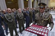 Na pražském Vítkově konal slavnostní nástup příslušníků (na snímku) armády ČR po návratu ze zahraničních operací v Afghánistánu, Iráku, Egyptě, Bosně a Hercegovině.
