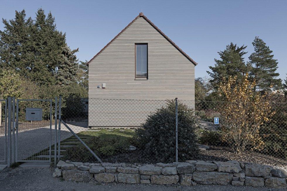 Venkovský dům stojící v Chráněné krajinné oblasti Český kras