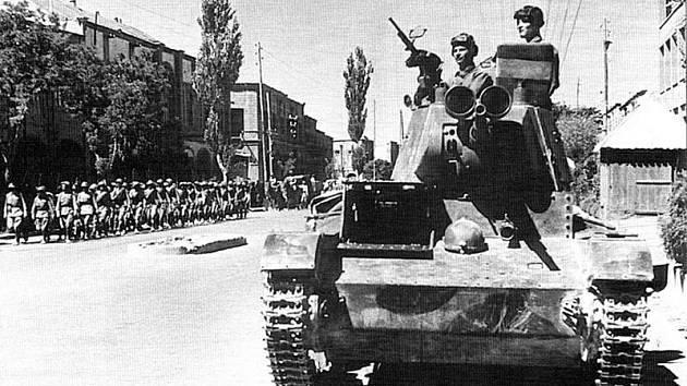 Sovětští tankisté v Íránském Tabrízu