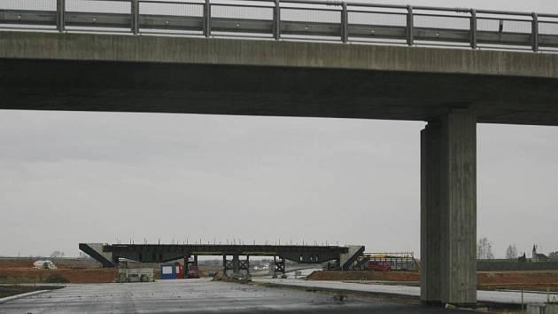 Staví se a buduje. Letos v Česku přibude 74 kilometrů silnic a dálnic.