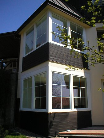 Vroce 2007vyměnila pobočka Světa oken s.r.o. vTrutnově celkem 54nových plastových oken do Villy Stella ve Špindlerově Mlýně.