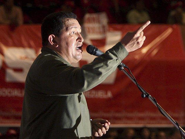 Venezuelský prezident Chavez opět překvapil kolumbijskou vládu. Tentokrát neočekávaně vyzval FARC, aby propustili všechná svá rukojmí.
