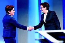 RIVALKY. Beata Szydlová (vlevo) zřejmě brzy vystřídá Ewu Kopaczovou (vpravo) v čele polské vlády.