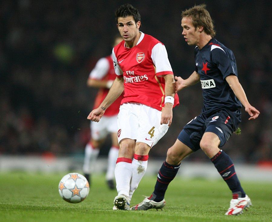 Liga mistrů: Arsenal versus Slavia (na snímku Cesc Fàbregas a Michal Švec)