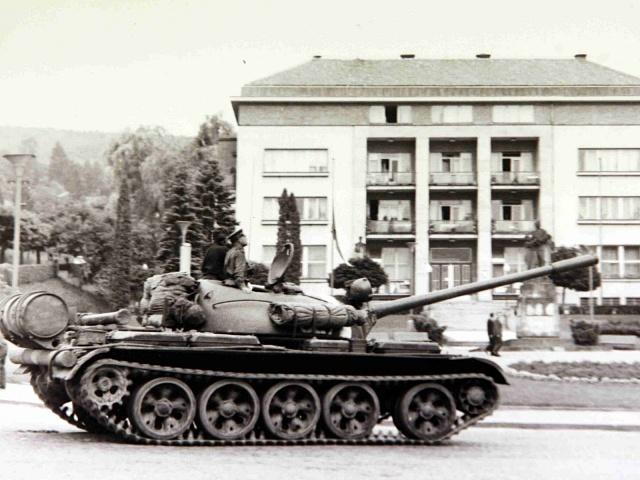 """Dopis 99 pragováků posloužil Sovětům jako jeden z argumentů, """"ospravedlňujících"""" srpnovou invazi vojsk, ilustrační foto"""