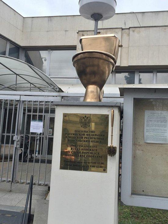 Aktivisté protestovali před ruskou ambasádou