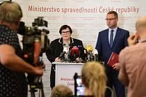 Marie Benešová a Pavel Zeman před novináři