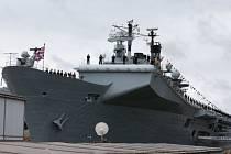 Britská armádní loď HMS Queen Elizabeth.
