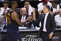 LeBron James a Tyronn Lue