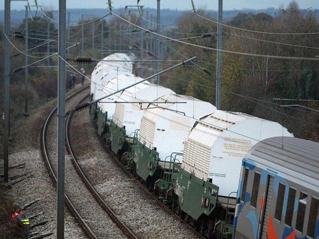 Vlak s vyhořelým jaderným palivem.