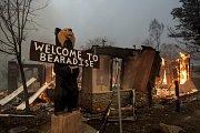 Sever Kalifornie zachvátil ničivý požár