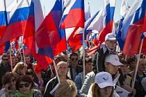 V průvodu 100.000 odborářů u Kremlu zněla i hesla proti migraci.