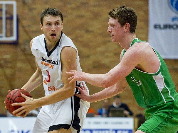 Pavel Houška (vlevo) v akci