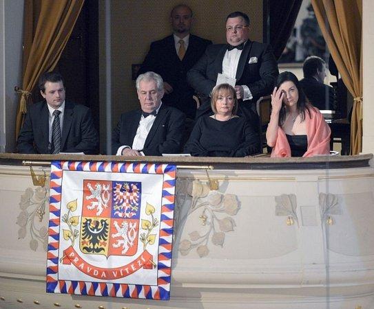 Tradičním provedením Smetanova cyklu Má vlast byl 12.května zahájen 68.ročník mezinárodního hudebního festivalu Pražské jaro. Koncertu byl přítomen prezident Miloš Zeman smanželkou Ivanou.