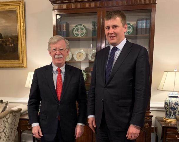 Český ministr zahraničí Tomáš Petříček a bezpečnostní poradce John Bolton