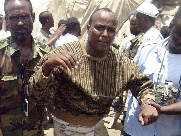 Jeden z pirátů zajatý somálským komandem. Ilustrační foto.