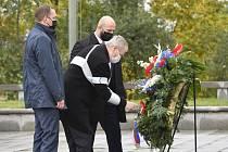 Prezident Miloš Zeman položil 28. října 2020 v Praze květiny k hrobu neznámého vojína u Národního památníku na Vítkově u příležitosti státního svátku k výročí vzniku Československa.