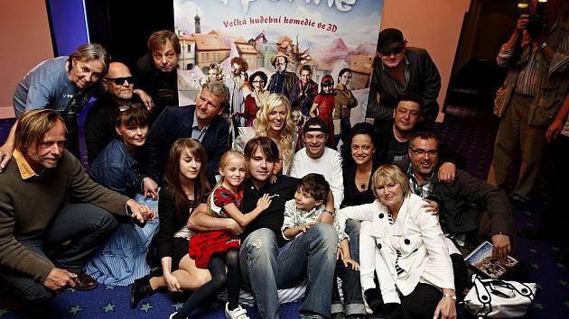 Tvůrci prvního 3D hraného filmu v režiii F. A. Brabce V peřině zapózovali ve čtvrtek 2. června 2011 v Praze fotografům.