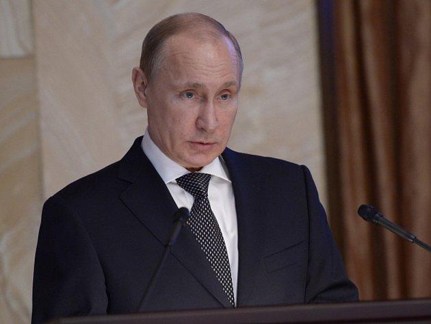 Ruský prezident Vladimir Putin dnes před vedením tajné služby FSB prohlásil, že situace země se zlepší jedině v případě, že Rusko nebude ustupovat Západu, ale naopak zvětší svou sílu.