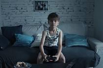 Postava Samuela hraje hned zkraje filmu Spící město slavnou českou videohru Kingdom Come: Deliverence, která dobyla svět.