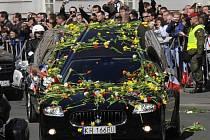 Polsko se o víkendu rozloučilo s oběťmi letecké katastrofy u západoruského Smolenska, při níž minulou sobotu zahynul prezident Lech Kaczyński s chotí Marií a desítky osobností veřejného života.