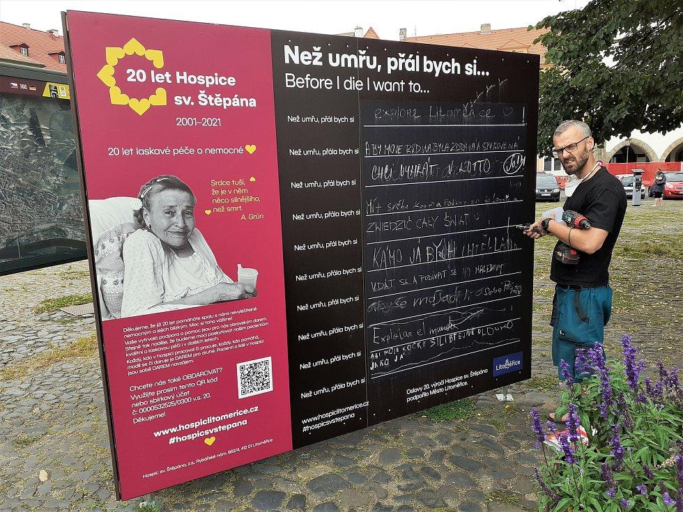 Na Zeď předsmrtných přání můžou psát lidé v Litoměřicích, o skutečných přáních umírajících vědí své Zdena Taitlová a Alexandra Moštková z hospice sv. Štěpána.