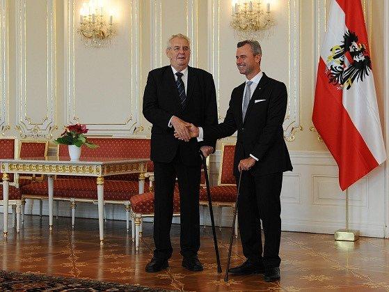 Prezident Miloš Zeman (vlevo) přijal 12. září na Pražském hradě třetího předsedu rakouské Národní rady a kandidáta na prezidenta Norberta Hofera.