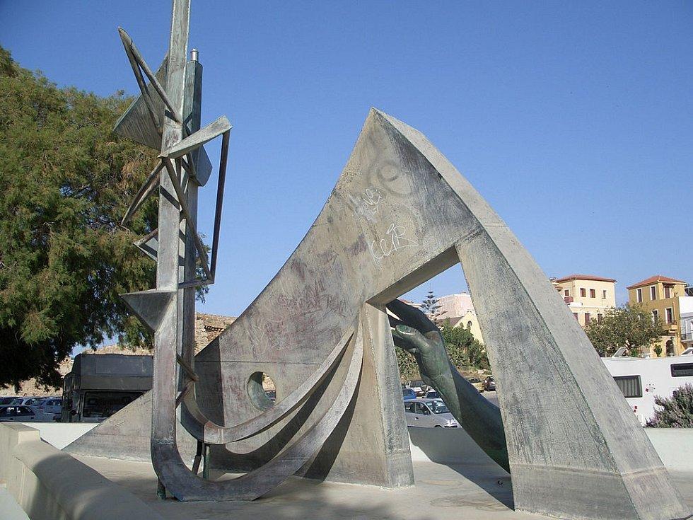 V 90. letech vznikl nedaleko přístavu Chania na severozápadě Kréty pomník tragédie