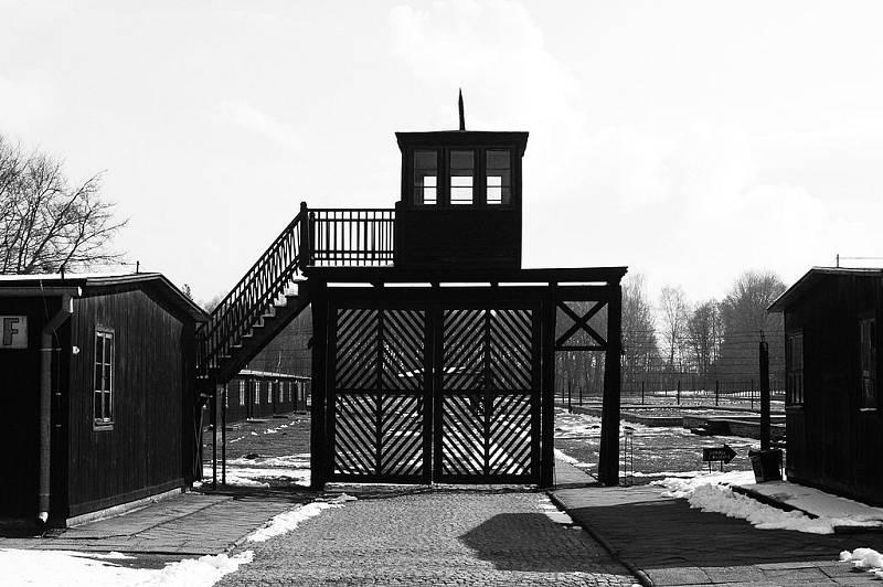 Zbytky koncentračního tábora ve Stutthofu, kde se vraždilo i po osvobození Osvětimi