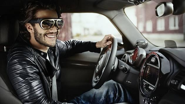 Chytré brýle pro řidiče od automobilky Mini