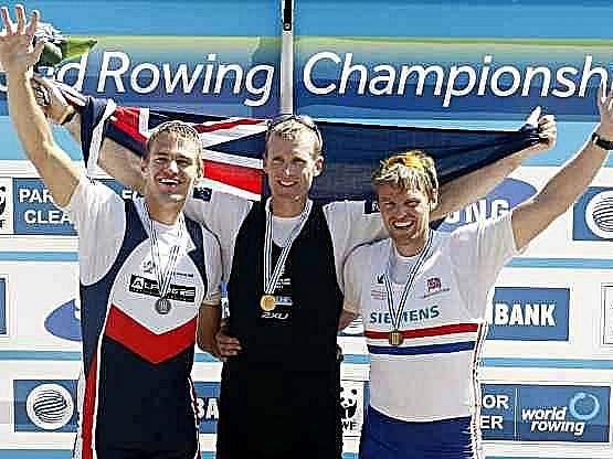 Trio nejlepších skifařů letošního MS, zleva Ondřej Synek, Mahe Drysdale a Alan Campbell.