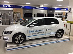 První elektromobil, který začne internetový obchod Alza nabízet