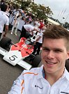 Testovací jezdec McLarenu pro sezonu 2018 Ruby van Buren na goodwoodském festivalu
