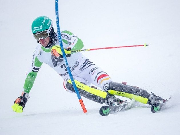 Felix Neureuther v hustém sněžení triumfoval v tradiční slalomu v Kitzbühelu.
