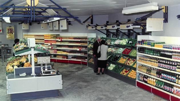 První supermarket v České republice (na archivním snímku) otevřel v červnu 1991 v Jihlavě nizozemský maloobchodní řetězec Ahold v místě dnešního supermarketu Albert