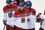 Jaromír Jágr (uprostřed) slaví s Tomášem Kaberlem (vlevo) a Tomášem Plekancem gól proti Lotyšsku na olympijských hrách v Soči