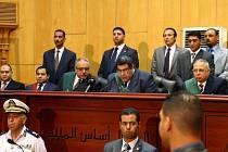 Soud s  bývalým egyptským prezidentem Muhammadem Mursím.