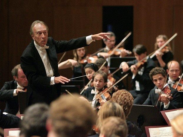 Italský dirigent Claudio Abbado.