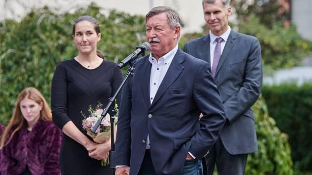 Nová předsedkyně Českého klubu fair play Šárka Strachová udělila cenu za celoživotní postoj Vladimíru Martincovi