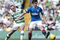 Joey Barton (v modrém) momentálně hraje za Glasgow Rangers