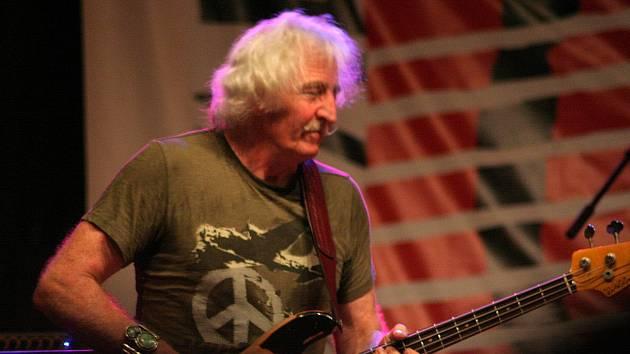 Leo Lyons na archivním snímku z roku 2009