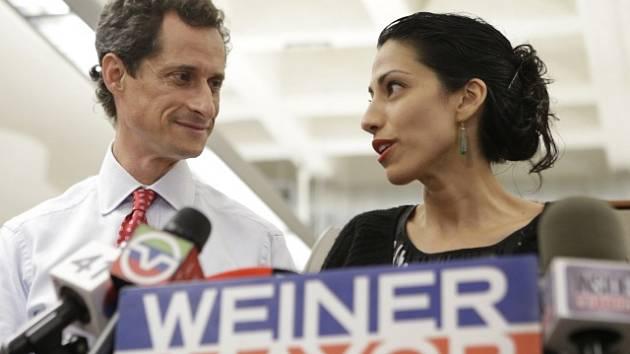 Huma Abedinová a její manžel Anthony Weiner.