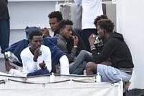 Běženci nesmí opustit palubu lodi Diciotti