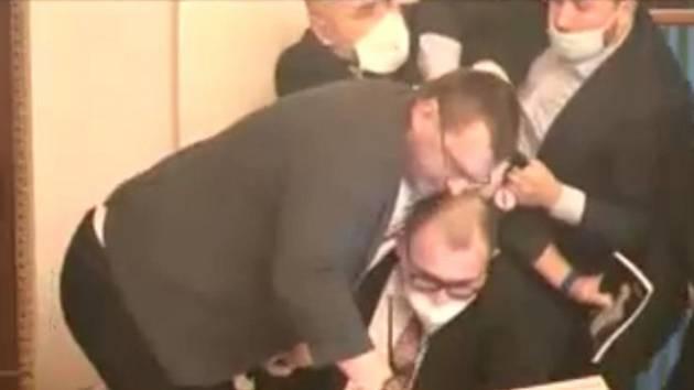 Potyčka Lubomíra Volného ve Sněmovně
