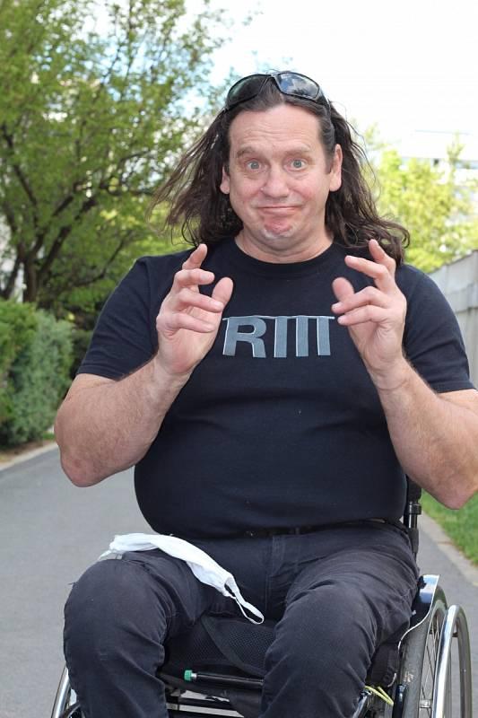 Vprosinci roku 1989 se Jan Potměšil účastnil demonstrací po sametové revoluci a po těžké autonehodě utrpěl vážná zranění, která ho upoutala na invalidní vozík.